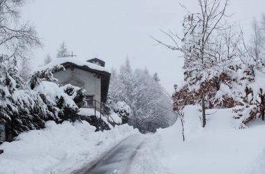 Chiesetta Monte Farno con la Neve Gandino