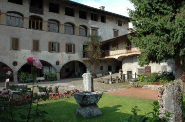 Giardino Atrezzi Casa Museo Fantoni Rovetta