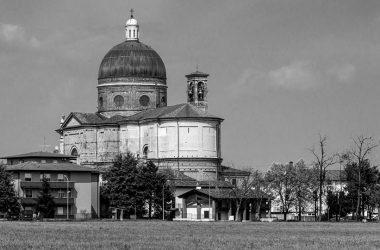 La chiesa di Calcio in bianconero