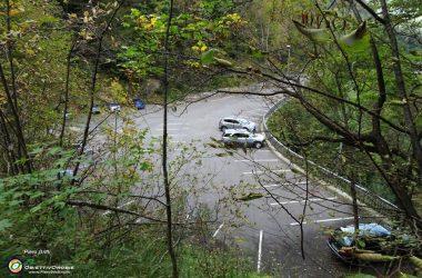 Parcheggio Santuario della Madonna del Frassino con vista sui contrafforti rocciosi d'Alben