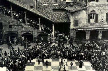 Piazza vecchia nel 1970 Bergamo