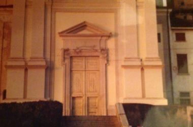 Vecchio portone Chiesa Casirate d'Adda