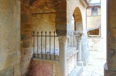 Abbazia di Sant'Egidio in Fontanella Sotto il Monte Giovanni XXIII Bergamo Particolare del sarcofago di Teoperga dell'XI secolo