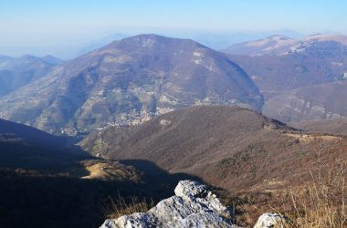 Adrara S. Rocco vista salendo al Bronzone dal sentiero di cresta