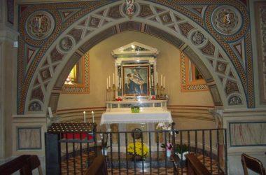 Altare di sinistra Santuario Madonna dello Zuccarello - Nembro