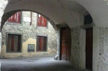 Arco Via dei Santi Mologno Casazza