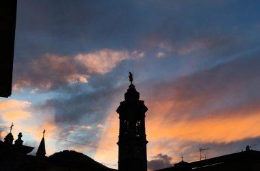 Campanile al tramonto Gazzaniga