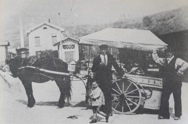 Carretto Gelateria Leffese 1920 - A destra Giovanni Castelli fondatore di Leffe