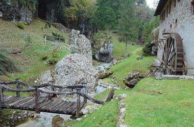 Castione della Presolana lungo la valle dei mulini