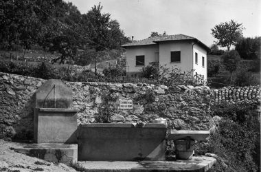 Castro Fontana lavatoio piazzetta rocca anno 1950