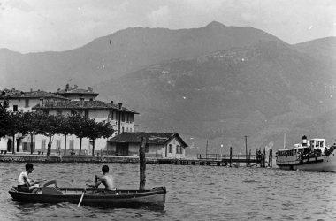 Castro Piazza del porto si pesca in barca 1950