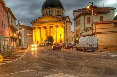 Chiesa di Boltiere di sera