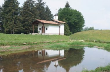 Chiesetta lago Bossico