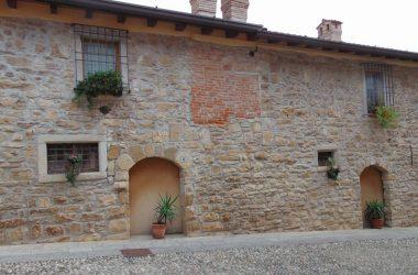 Costa di Mezzate BG borgo e il Castello Camozzi Vertova
