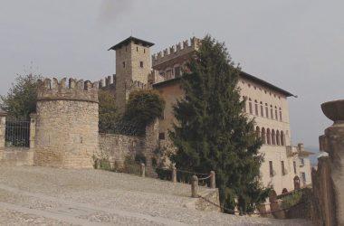 Costa di Mezzate Bergamo. borgo e Castello Camozzi-Vertova
