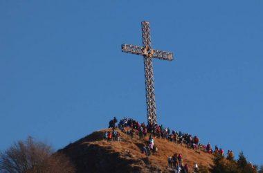 Croce del pizzo formico sopra il monte farno gandino