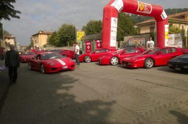 Ferrari in piazza a Chiuduno