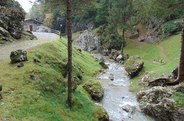Fiume Castione della Presolana lungo la valle dei mulini