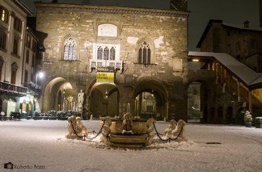 Fontana con Neve in città alta Bergamo