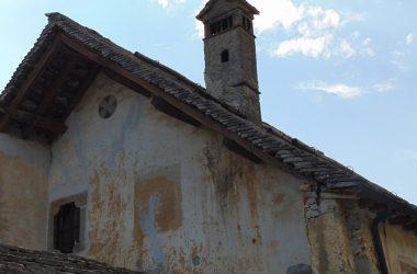 """Fuipiano Valle Imagna """"tetti in piode"""" , costruiti con lastre di roccia calcarea della Valle Imagna"""