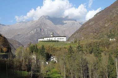 Gandellino Bergamo La chiesa, dedicata alla Natività di Maria