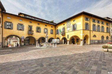 Gandino Piazza Comune