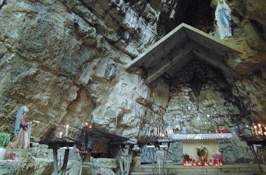 Grotta della Madonna di Lourdes bg