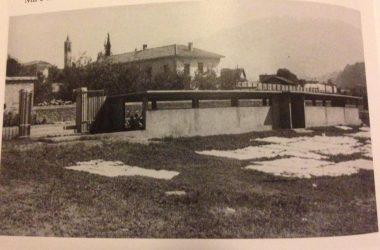 Il lavatoio e lo stenditoio nel Prato del Serio nel quartiere operaio. (Foto 1959) Gazzaniga