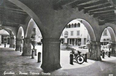 Immagine storica Piazza Vittorio Veneto Gandino