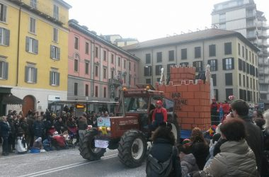 Immagini Sfilata di Mezza Quaresima Carri Carnevale – Bergamo