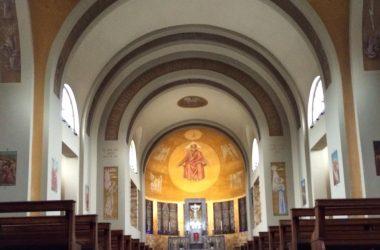 Interno chiesa Scanzorosciate