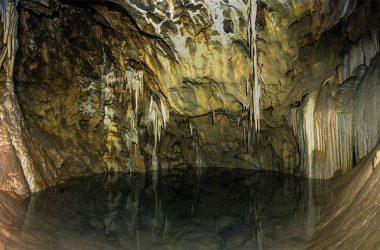La grotta carsica Bus di Tacoi Gromo