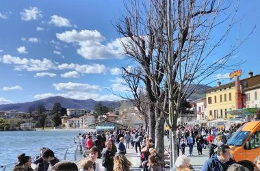 Lungo lago Sarnico