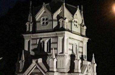 Mausoleo Gazzaniga con la luna