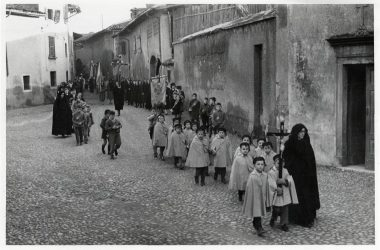 Orio al Serio 1957 processione per le vie del paese
