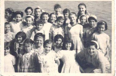 Orio al Serio, mamme e figlie Oriesi in gita al lago d'Iseo, anno 1949