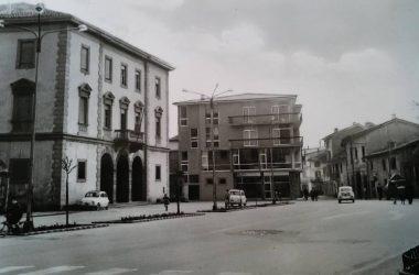 Osio Sotto anni 60 sulla destra l'antica casa del colleoni