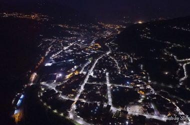 Paese di Cene dal Drone di notte