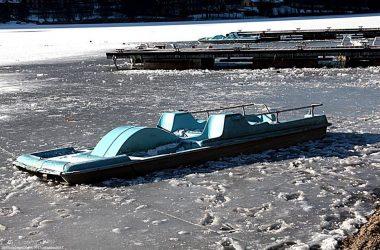 Pedalo lago ghiacciato Endine Gaiano