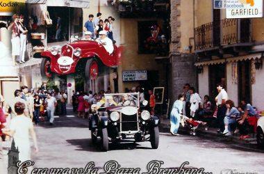 Piazza Brembana (Bg) (Sfilata auto d'epoca - Luglio 1985)
