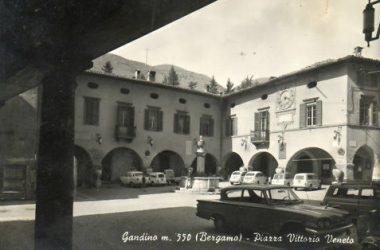 Piazza Vittorio Veneto Anni 60 Gandino