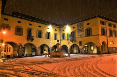 Piazza di Gandino con Neve