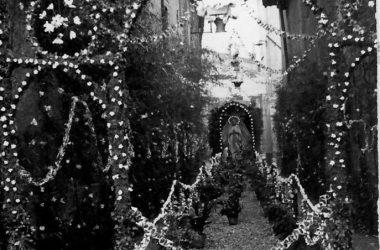 S. Aurelia 1959- Vicolo Orefici addobbato a festa Boltiere