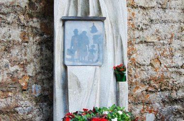 Sant'Omobono- Bergamo.-santuario della Cornabusa- monumento all'emigrante