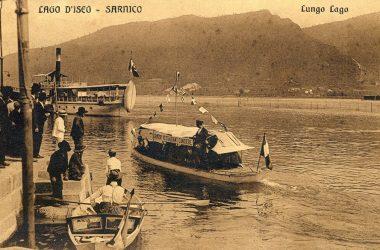 Sarnico settembre 1912. una barca con la scritta servizio restaurant cantiere