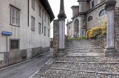 Scalinata Chiesa Gandino