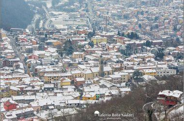 Scorcio di Casnigo in veste invernale