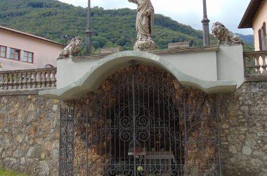 Strozza davanti chiesa San Andrea