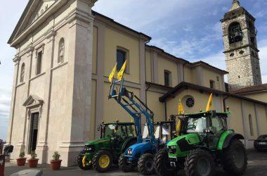 Trattori benedizione Chiesa Berzo San Fermo