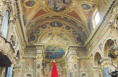Vertova -Bergamo -Chiesa parrocchiale di santa Maria Assunta -L'interno è in stile barocco, con numerose decorazioni in stucco dorato